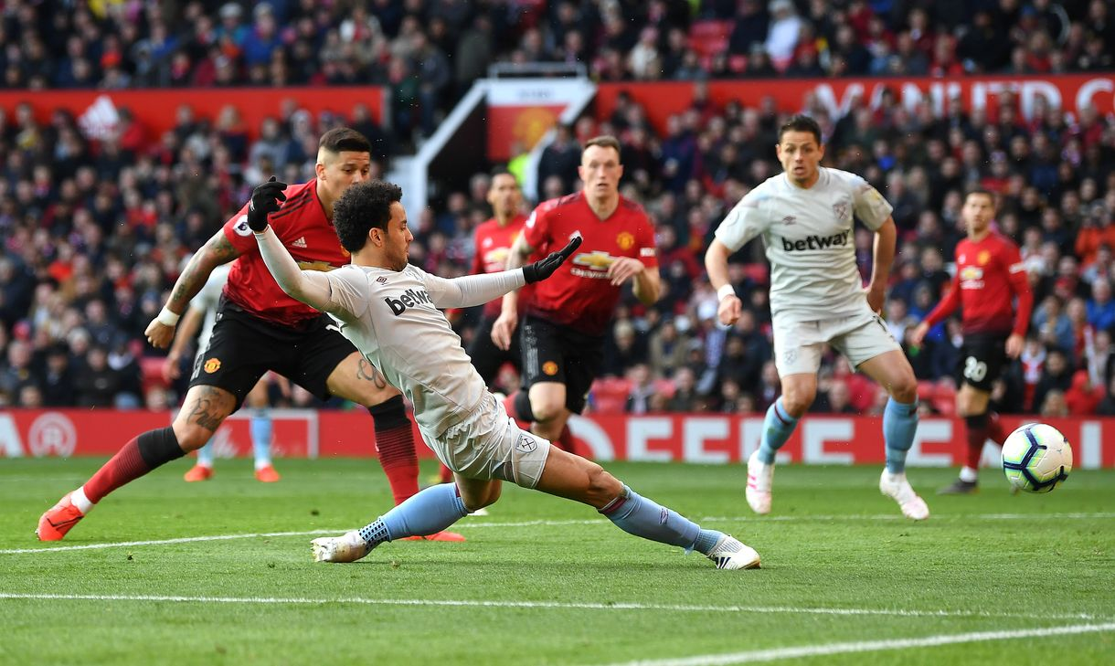 Felipe Anderson scores at Manchester United