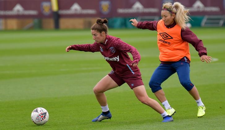 Ruby Grant beraksi untuk West Ham United