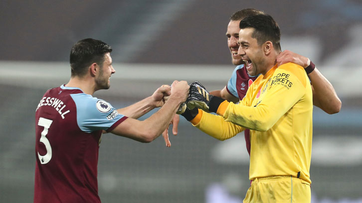 Aaron Cresswell and Lukasz Fabianski celebrate the 1-0 win over Fulham