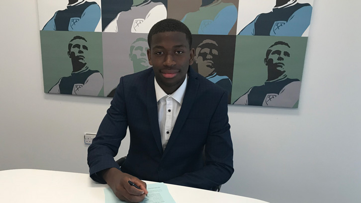 Ajibola Alese signs his professional contract