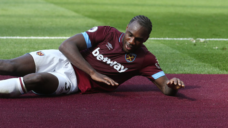 Michail Antonio celebrated his goal with the new Claret London Stadium pitch-surround!