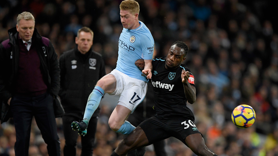 Michail Antonio battles with Kevin De Bruyne