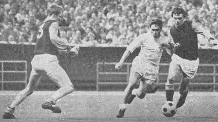 Hammers Bill Kitchener (3) and Peter Bennett close in on Pirri of Real Madrid