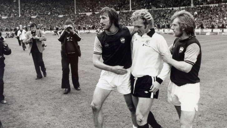 Billy Bonds consoles Bobby Moore after the 1975 FA Cup final