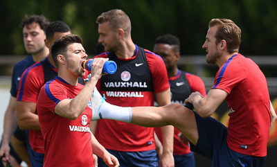 Aaron Cresswell trains with England ahead of their game against France