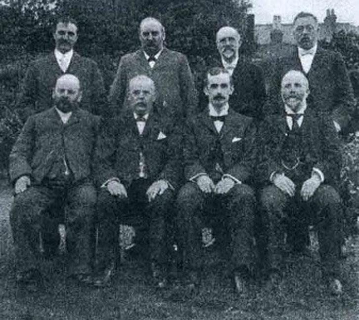 Hội đồng quản trị đầu tiên của West Ham United vào năm 1900