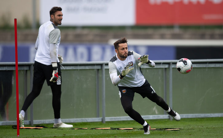Lukasz Fabianski has offered his experience and support to Roberto