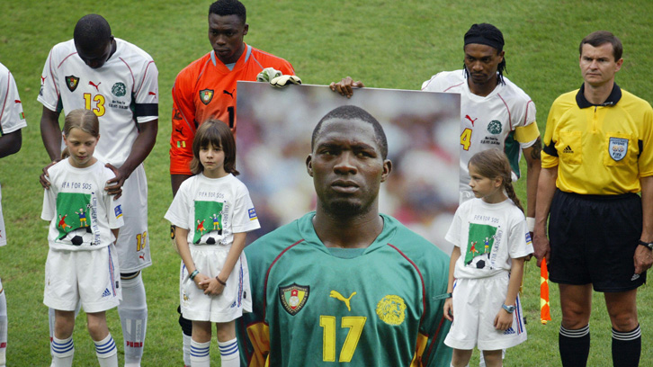 Cameroon players pay tribute to Marc-Vivien Foe before the 2003 FIFA Confederations Cup final