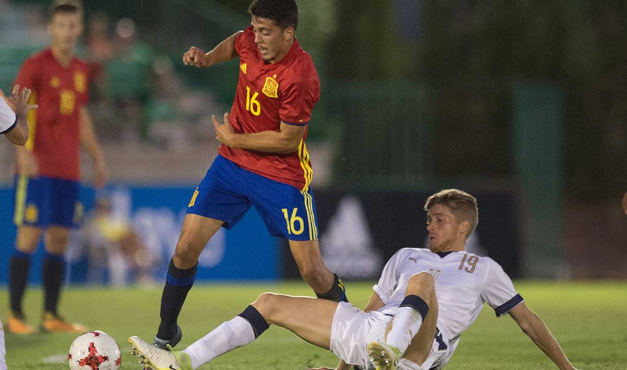 Pablo Fornals in action for Spain