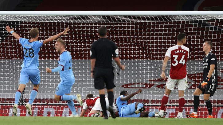 Michail Antonio scores at Arsenal