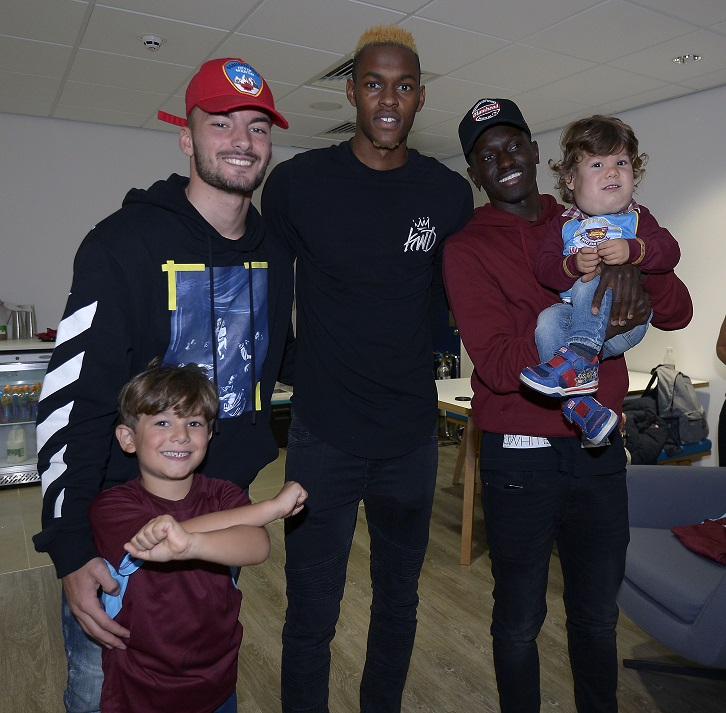 Sead Haksabanovic, Edimilson Fernandes and Domingos Quina presented the Buzio boys with personalised Home kits