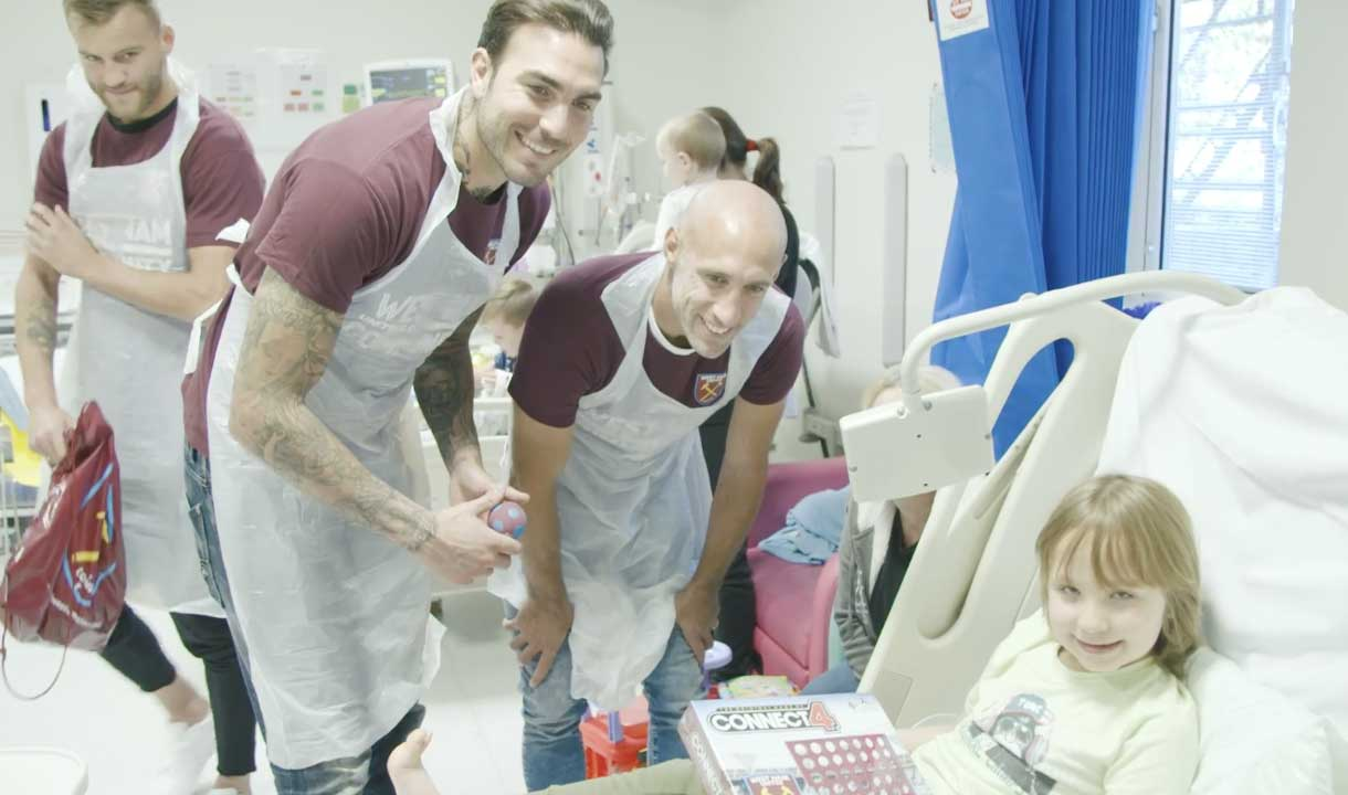 Roberto and Pablo Zabaleta visit youngsters at Newham University Hospital