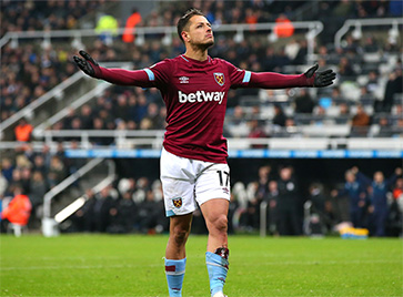 Chicharito celebrates the Hammers' second