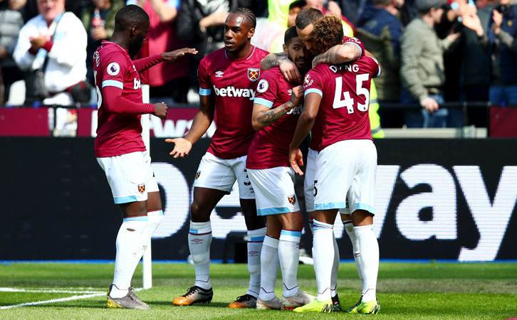 West Ham United players celebrate victory over Southampton