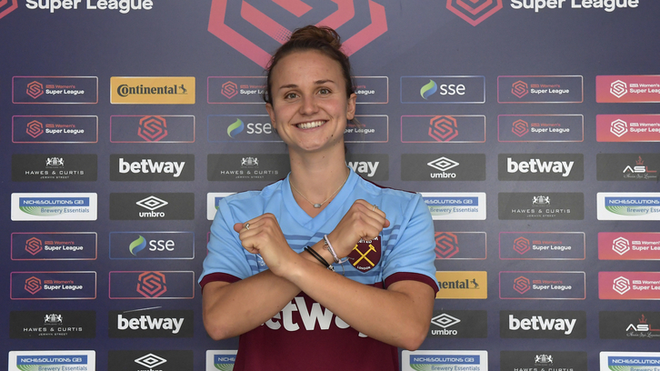 Martha Thomas signs for West Ham United