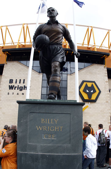 Billy Wright statue at Molineux