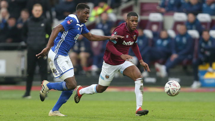 Xande Silva takes on the Birmingham City defence