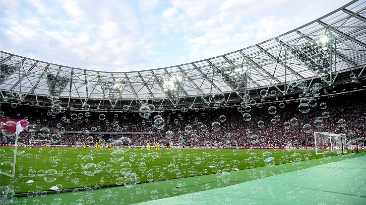https://www.whufc.com/sites/default/files/inline-images/londonstadium_bubbles_726.jpg