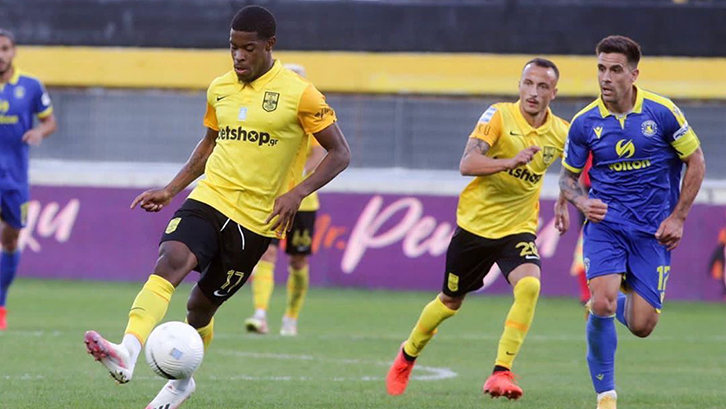 Xande Silva in action for Aris FC